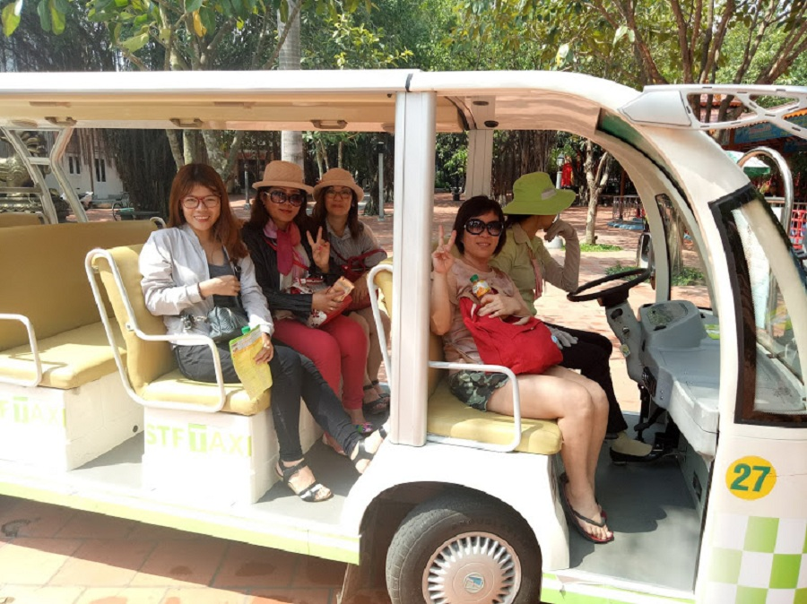 group from Malaysia visit suoi tien theme park
