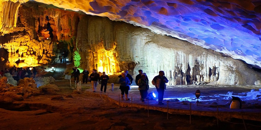 Thien Cung caves in halong