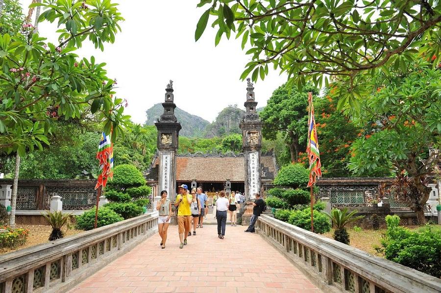 visit hoa lu in Ninh Binh tour