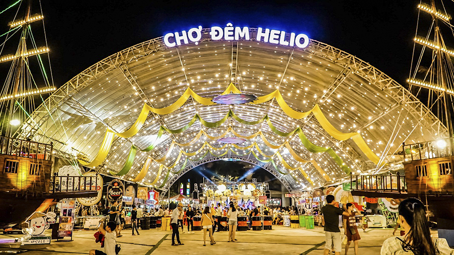 hello night market da nang