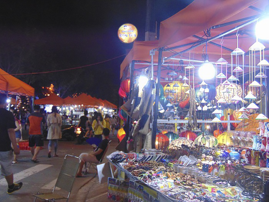 night market in da nang